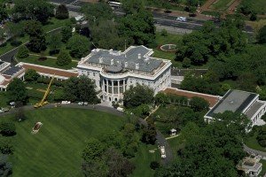 Aerial view of the White House during the 1980s.
