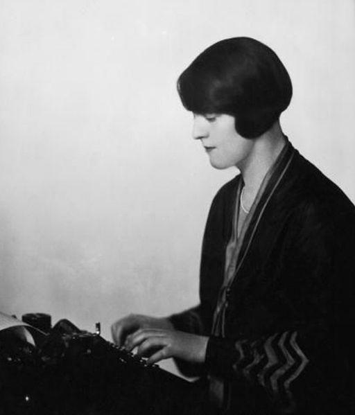 512px-Dorothy_Thompson_1920