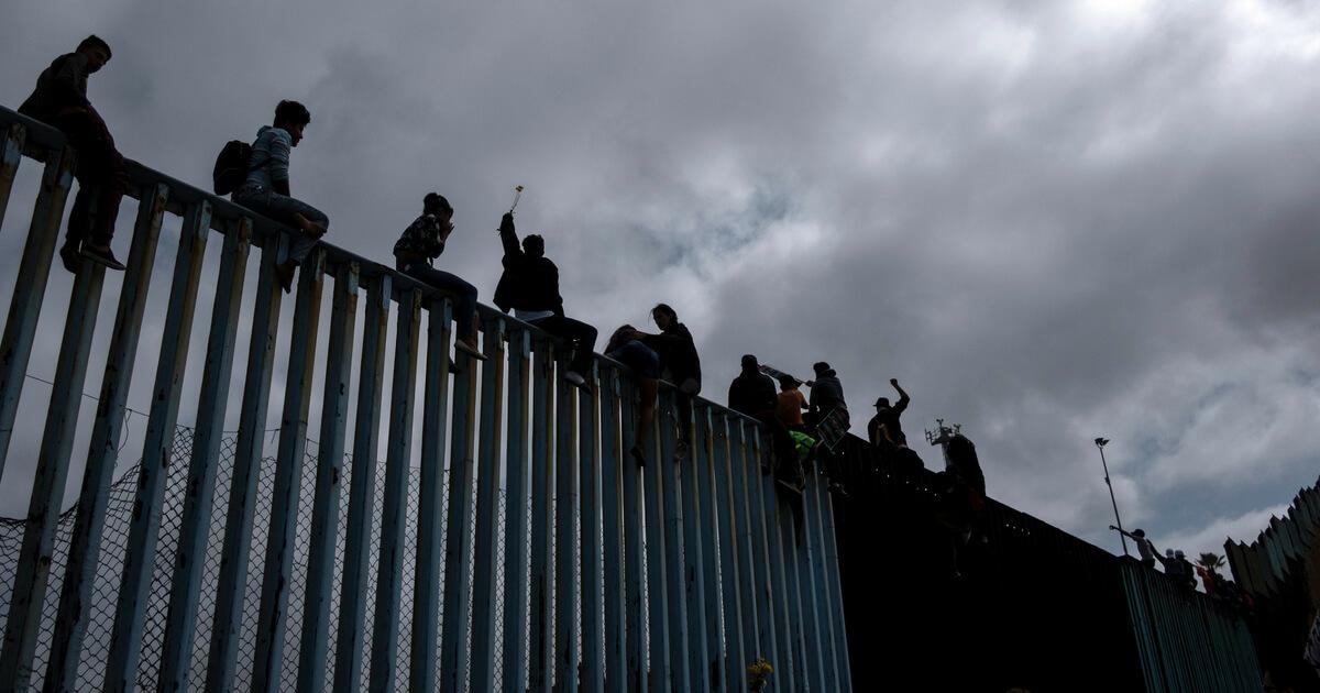 [border-wall]