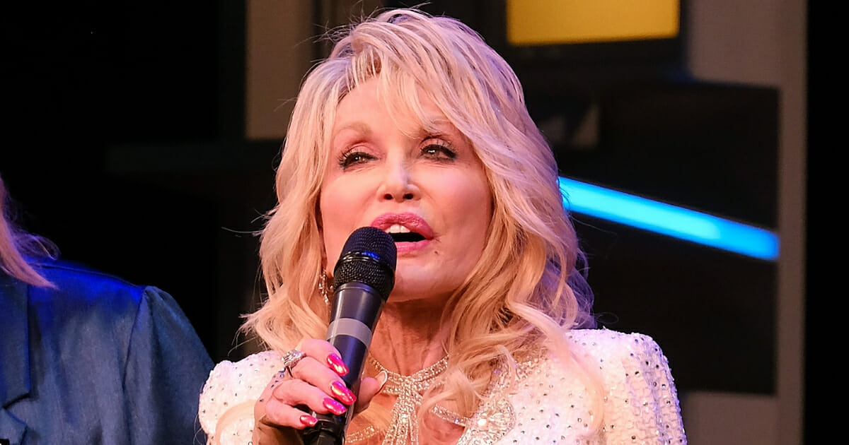 Dolly Parton Goes After Elizabeth Warren for Unauthorized Use of Her Music, Warren Campaign Silent