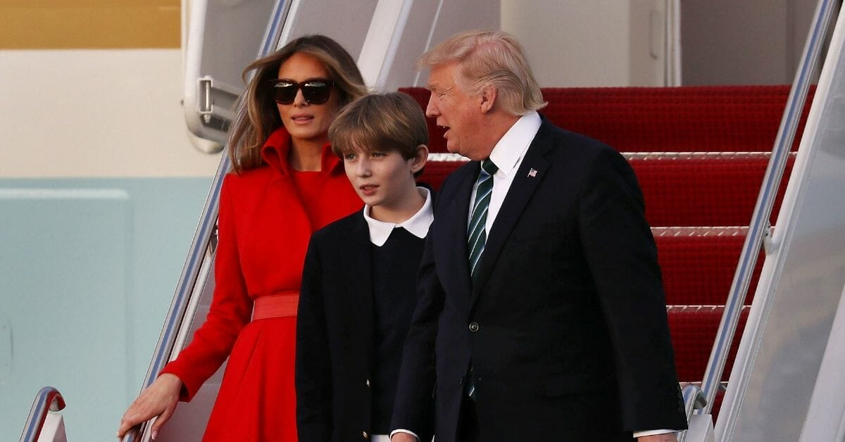 President Trump Arrives In Florida For Weekend At Mar-A-Lago Estate WEST PALM BEACH, FL - MARCH 17: U.S. President Donald Trump, his wife Melania Trump and their son Barron Trump arrive together on Air Force One at the Palm Beach International Airport to spend part of the weekend at Mar-a-Lago resort on March 17, 2017 in West Palm Beach, Florida. President Trump has made numerous trips to his Florida home since the inauguration. (Photo by Joe Raedle/Getty Images)