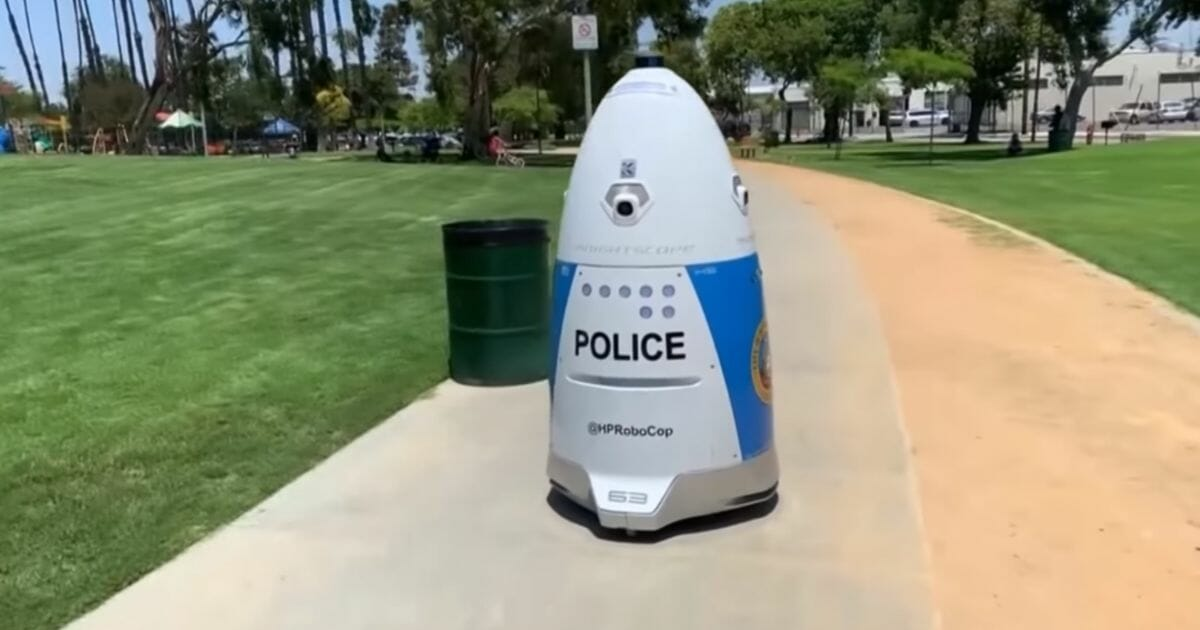 Cali Police Robot Ignores Woman's Calls for Help, Tells Her To Get Out of Its Way