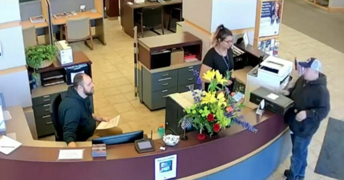 Samaritan Finds Box Filled with $27,000 Cash Outside of Credit Union, Walks Inside to Dumbfounded Tellers
