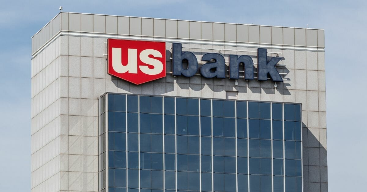 US Bank Employee Reportedly Fired for Helping Stranded Customer Get Home