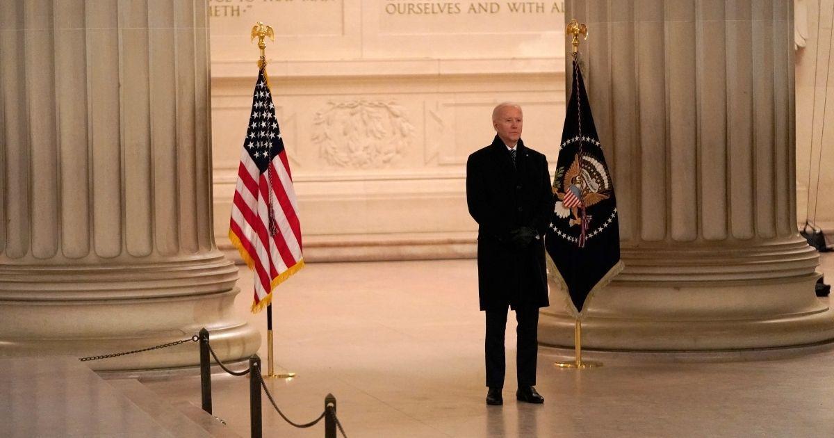 Maskless Biden Visits Lincoln Memorial After Signing Executive Order Mandating Masks on Fed Property